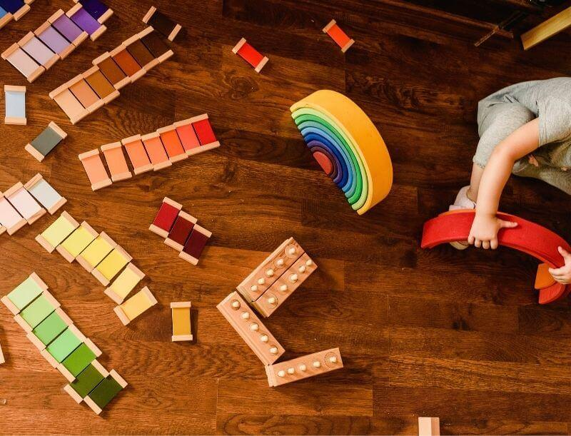 Les jeux en bois pour l'éveil de bébé