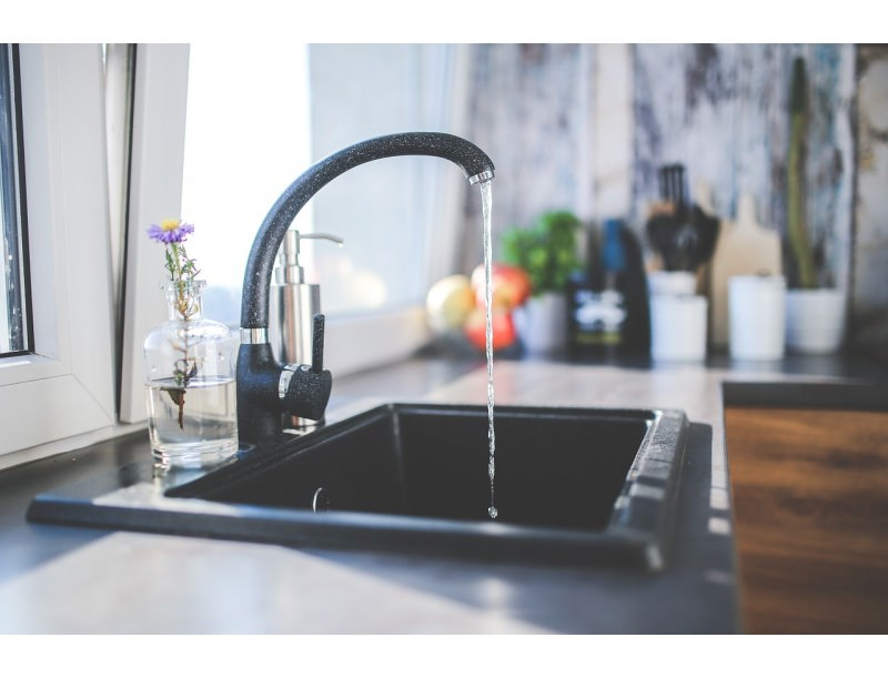 Peut-on préparer un biberon pour bébé avec de l'eau du robinet ?